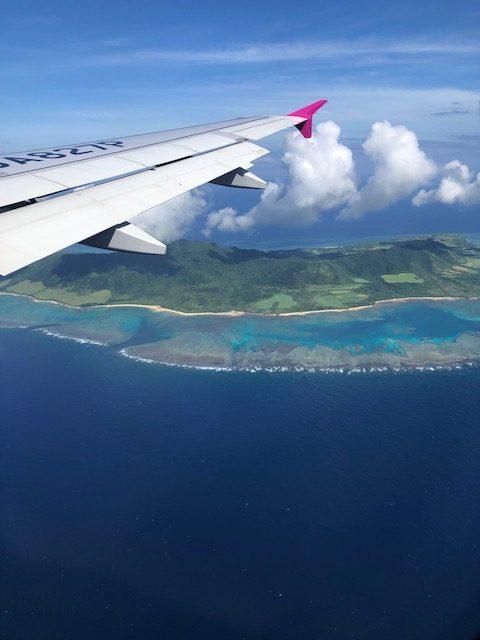 ピーチ航空の飛行機から見る石垣島